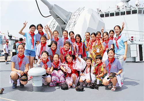 """""""56个民族少年手拉手""""齐聚青岛参加夏令营"""
