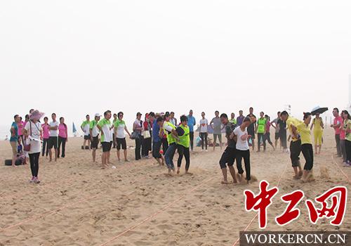 青岛市崂山区举办第九届职工沙滩趣味运动会